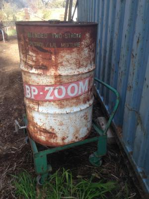 BP Zoom 44 gallon drum on stand