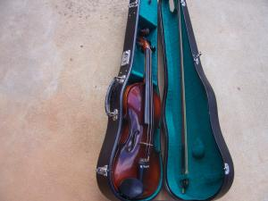 BEGINNERS VIOLIN with Case Bow Strings Rosin